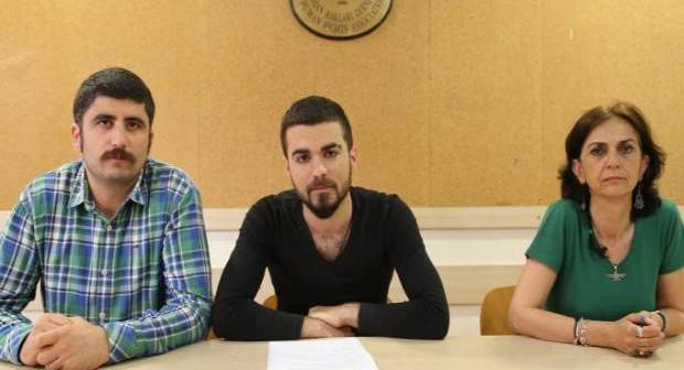 Sokak müzisyeni olan Kürt genci Ferhat Çelik İHD İstanbul Şubesi'nde vicdani reddini açıkladı