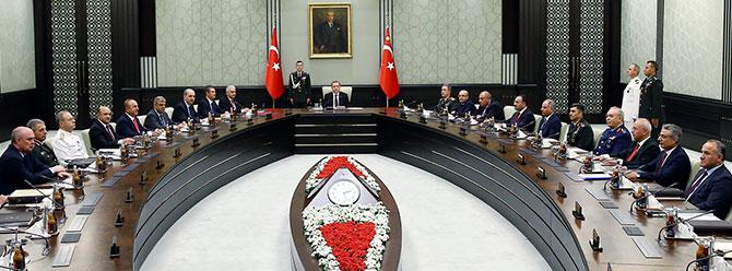 """MGK'ya göre Cizre'de, Sur'da, Yüksekova'da, Nusaybin'de yaşananlar birer """"sıkıntı!"""" – Ahmet İnsel"""