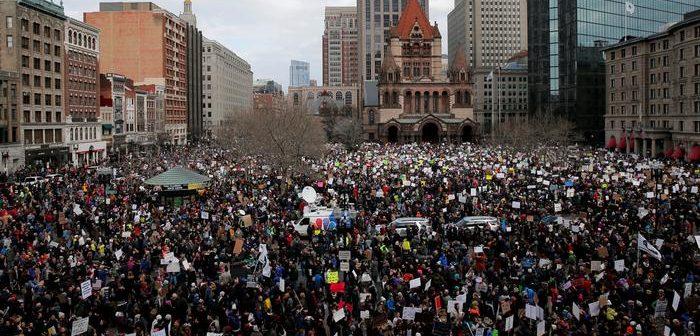 """""""Sivil direniş"""" uzmanı Erica Chenoweth ile söyleşi: Bir diktatör nasıl alt edilir?"""