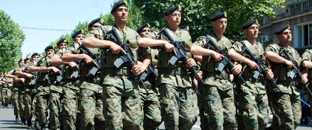 Gürcistan'da siyasi parti, gençler askerlikten muaf olsun diye kilise kurdu