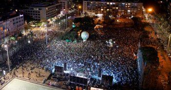 """İsrailli savaş karşıtları """"Yeter! Hemen şimdi barış"""" talebiyle sokağa çıktı"""