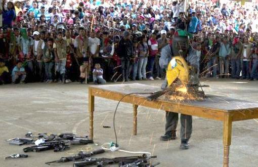 FARC son silahı da teslim etti, barışın anısına üç ayrı anıt yapılacak