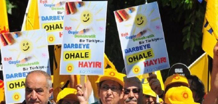 İHD: OHAL uzatılmamalı, 'darbe rejimi'ne derhal son verilmelidir!