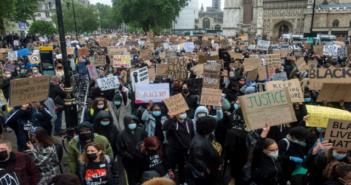 Londra: Dünyanın en büyük silah fuarı DSEI protesto ediliyor