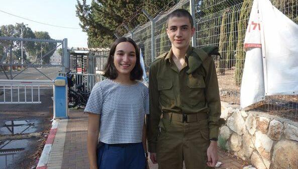 Shahar Perets (19) ve Eran Aviv (19) bir kez daha İsrail ordusunda asker olmayı reddettiler
